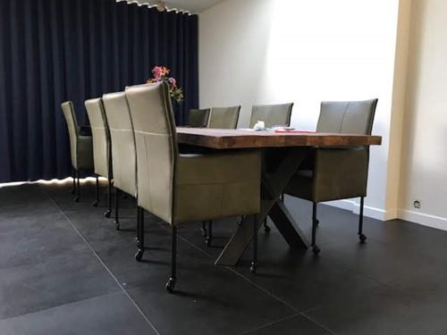 Set van 8 leren eetkamerstoelen - met wieltjes en hoge rug - groen leer