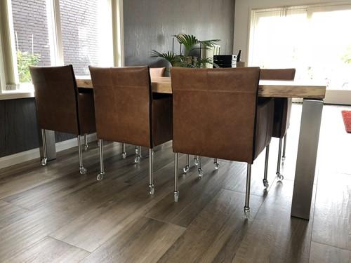 Set van 6 leren kuip eetkamerstoelen - met wieltjes - bruin leer