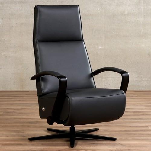 Leren relaxfauteuil Idol - Massif Leer Graphite - Large - Frame mat zwart - Stervoet mat zwart met geintergeerd voetenbank