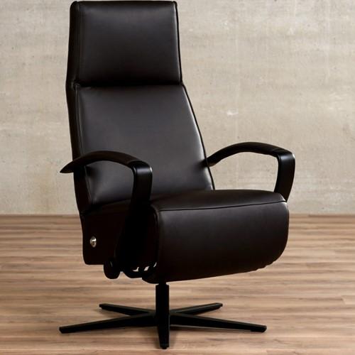 Leren relaxfauteuil Idol - Massif Leer Marron - Small - Frame mat zwart - Stervoet mat zwart met geintergeerd voetenbank