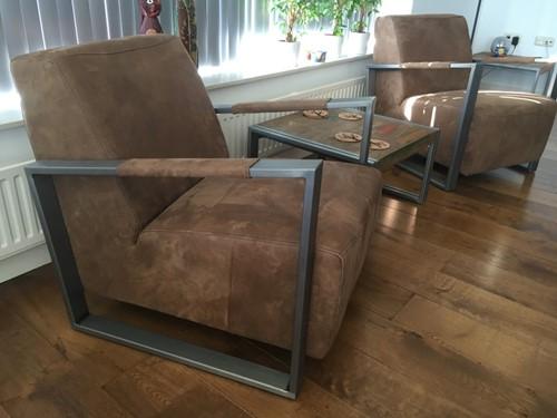 Set van 2 leren fauteuils met stalen frame - bruin leer